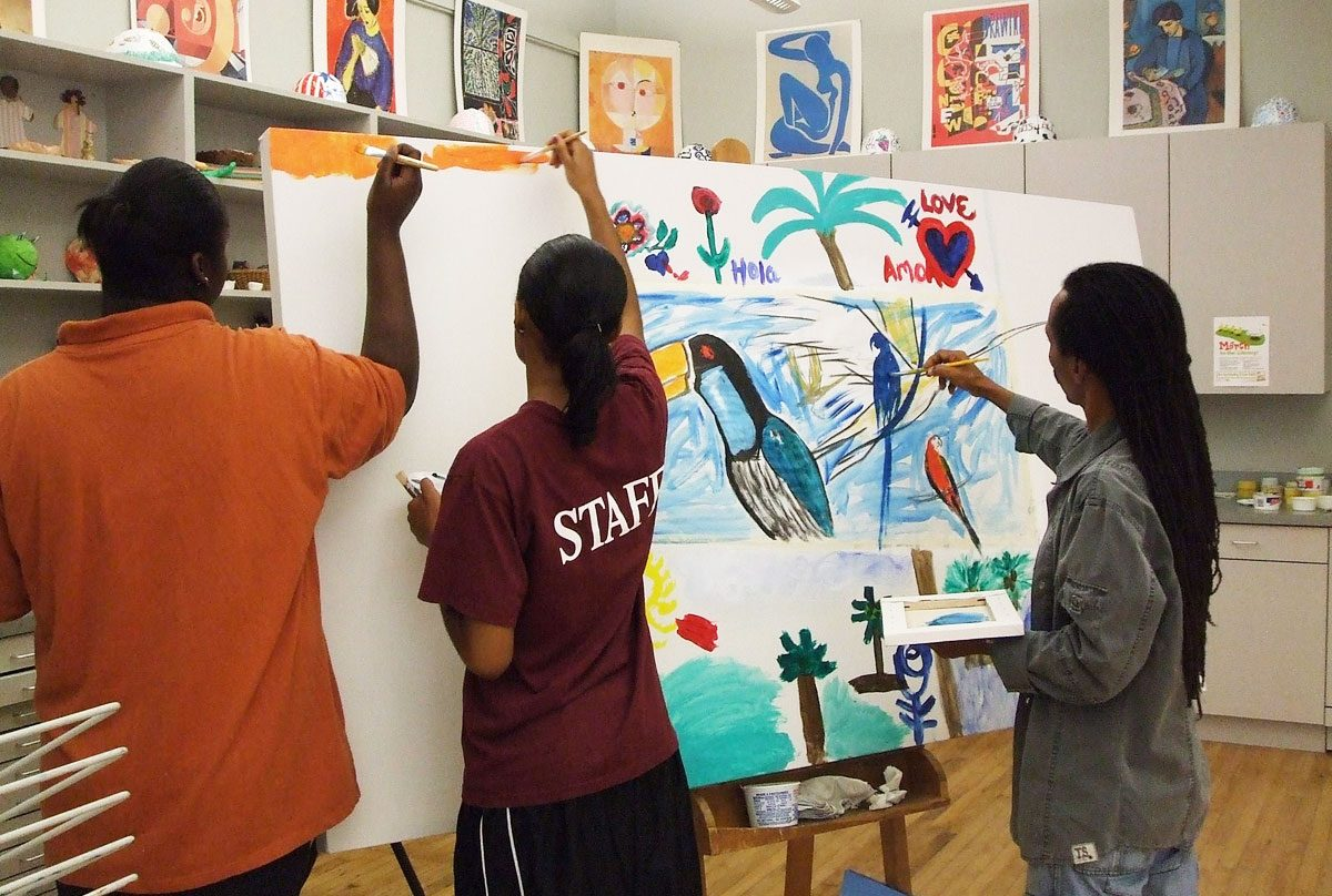 Totonho painting with students in Decatur, Illinois, USA